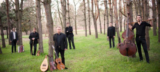Fokos Zenekar: Koncert és táncházFokos Band: Konzert und Tanzhaus