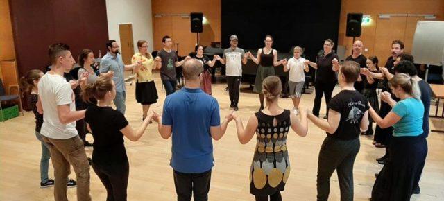 Magyar néptánc és népzene oktatás a bécsi egyetemen Ungarische Volkstanz- und Volksmusiklehre an der Musikuniversität Wien